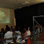 簡易暗幕を貼って、簡易トリック恐竜アート映像の上映空間を設営。